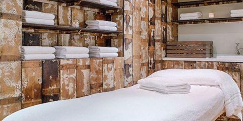 Wood, Room, Interior design, Bed, Property, Bedding, Textile, Wall, Bedroom, Linens,
