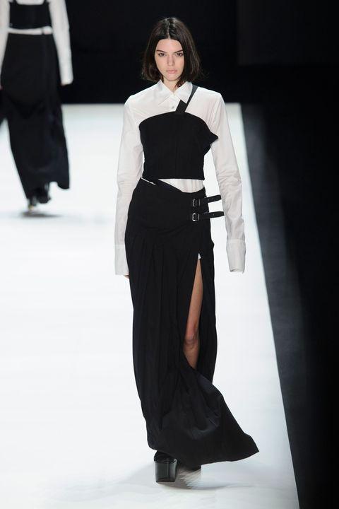 Sleeve, Shoulder, Joint, Formal wear, Style, Waist, Fashion model, Fashion, Black, Street fashion,