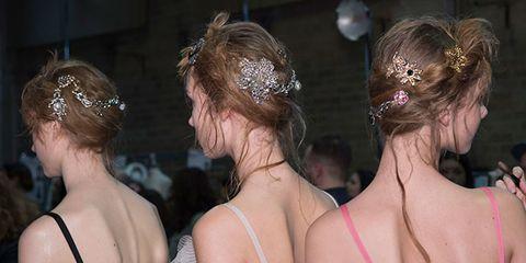 Alexander McQueen autumn/winter 16 hair accessories
