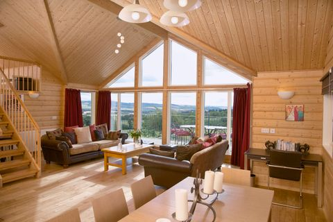 Wood, Interior design, Room, Lighting, Brown, Floor, Property, Hardwood, Home, Furniture,