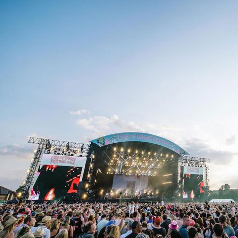 Crowd, People, Entertainment, Audience, Stage, Performing arts, Music venue, Performance, Rock concert, Stage equipment,