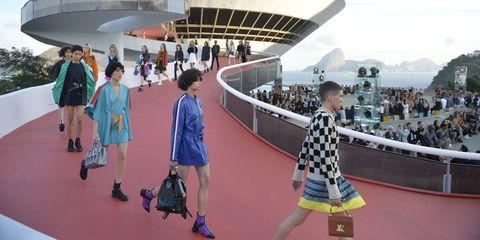 b09c3bf709ef7 Louis Vuitton cruise 2017