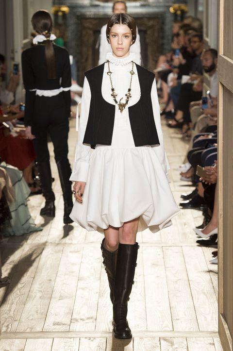 Leg, Outerwear, Jewellery, Style, Street fashion, Fashion accessory, Dress, Fashion, Fashion model, Fashion show,