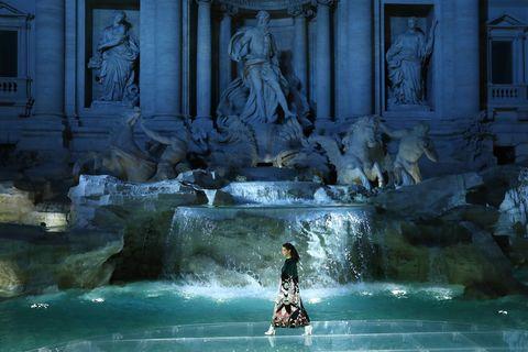 e943399882ad Go behind the scenes at Fendi s Trevi Fountain catwalk show