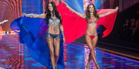 Adriana Lima and Alessandra Ambrosio on the catwalk