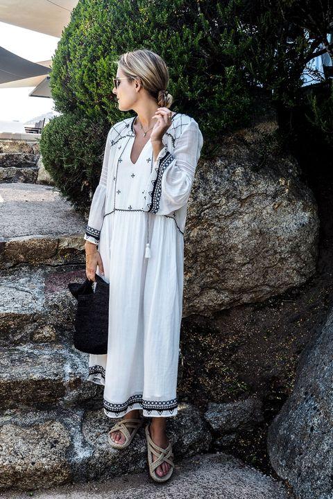 Clothing, Sleeve, Collar, Style, Street fashion, Blazer, Day dress, Sandal, One-piece garment, Button,