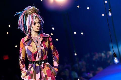706ce87401a Gigi Hadid with dreadlocks on the Marc Jacobs catwalk