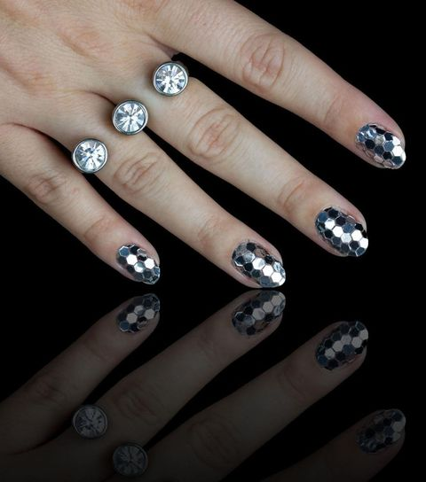 "<p>Disco nails inspired by New York City's ball drop.</p>  <p><del data-redactor-tag=""del""></del></p>  <p><a href=""https://www.instagram.com/p/9Peor7t77p/"" target=""_blank"" data-tracking-id=""recirc-text-link"">@chelseaqueen</a> </p>"