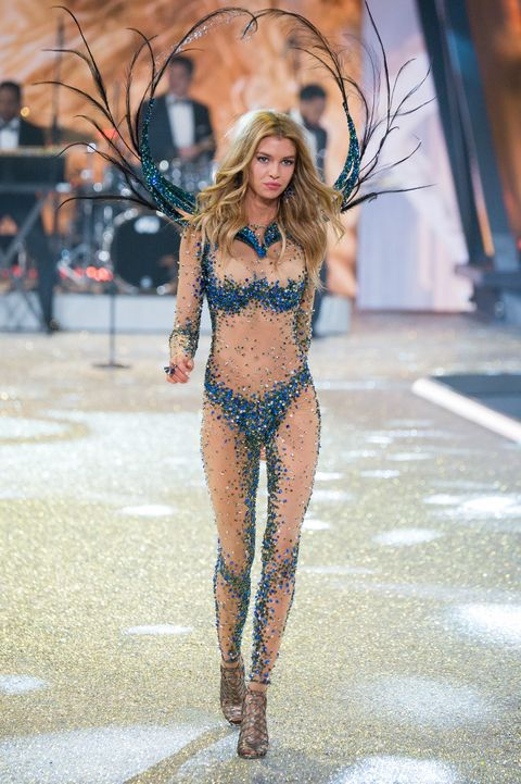 Human leg, Waist, Thigh, Abdomen, Undergarment, Fashion model, Navel, Trunk, Lingerie top, Lingerie,