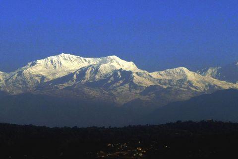 Mountainous landforms, Mountain range, Sky, Winter, Highland, Summit, Mountain, Hill, Arête, Ridge,