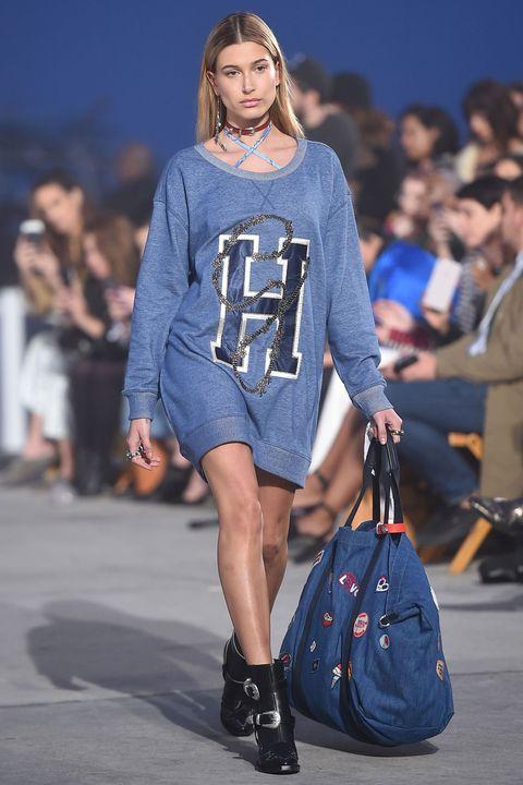 Footwear, Blue, Shoulder, Fashion show, Human leg, Joint, Outerwear, Style, Street fashion, Fashion model,
