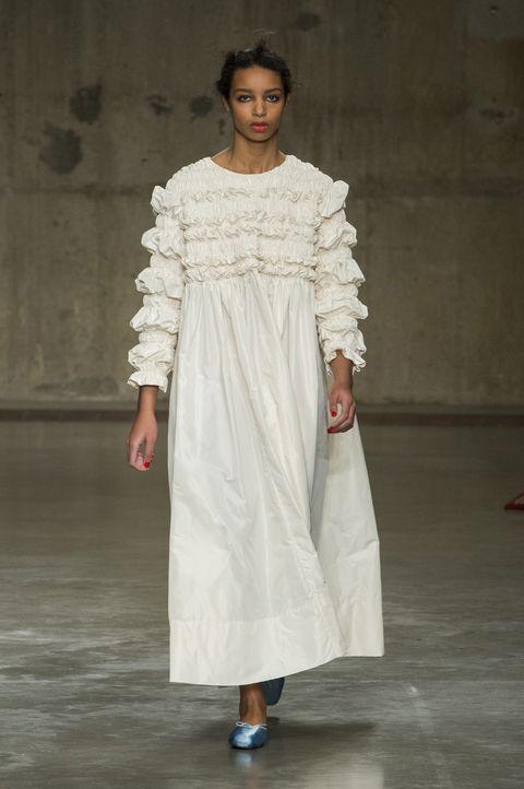 Clothing, Sleeve, Shoulder, Textile, Joint, White, Style, Fashion show, Fashion model, Waist,