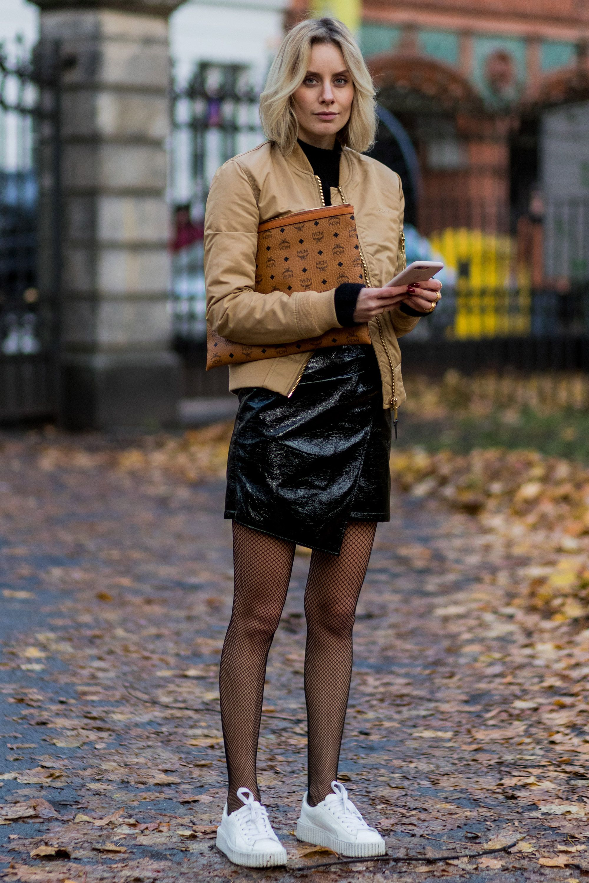 What colour tights with brown boots