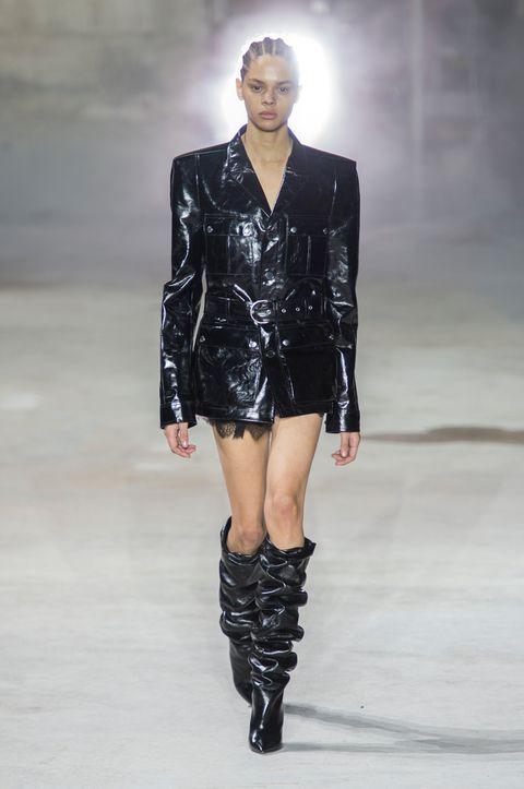 Fashion model, Fashion show, Fashion, Runway, Clothing, Knee, Public event, Shoulder, Footwear, Outerwear,