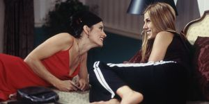 Courteney Cox and Jennifer Aniston on 'Friends'