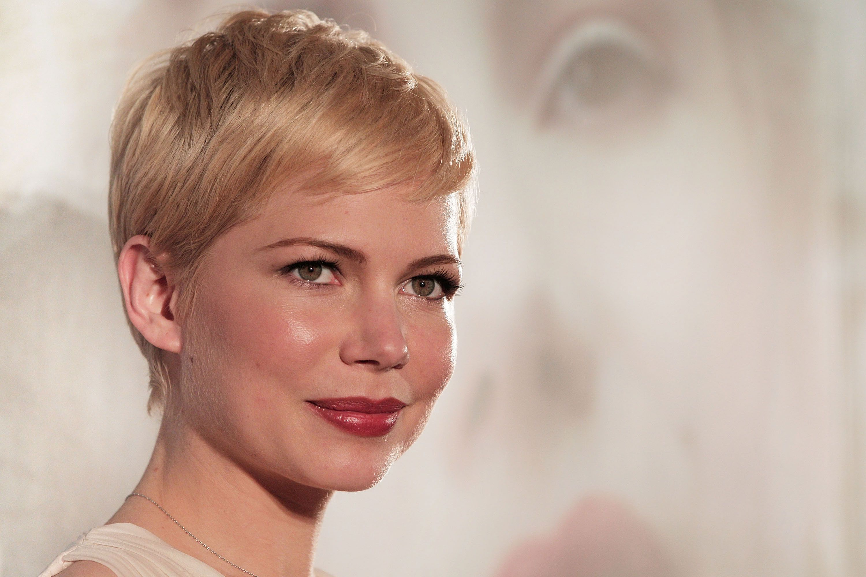 7 reasons why your hair may be falling out michelle williams short hair pmusecretfo Choice Image