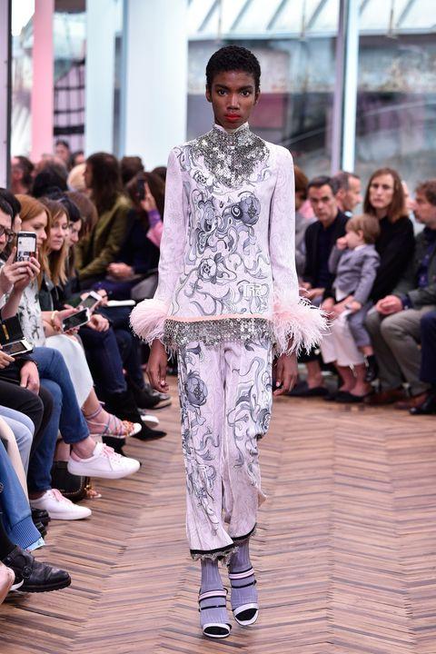 Fashion, Fashion model, Runway, Fashion show, Clothing, Street fashion, Haute couture, Fashion design, Event, Spring,