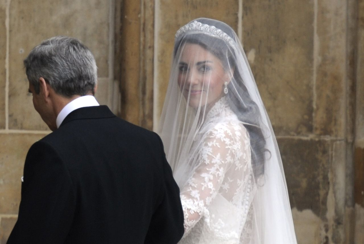 Should You Wear A Tiara On Your Wedding Day Best Bridal Tiaras