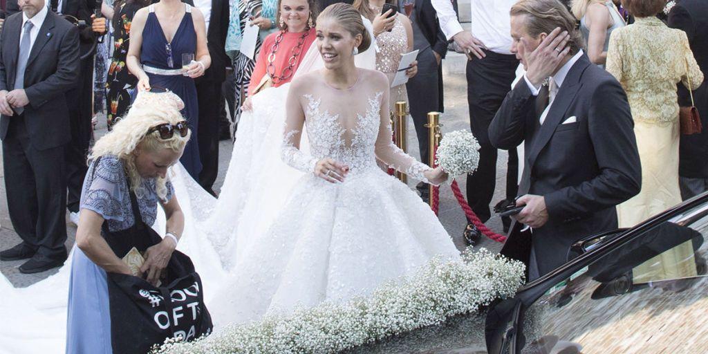 20 Victoria Swarovski S 700 000 Wedding Dress Featured 500 000