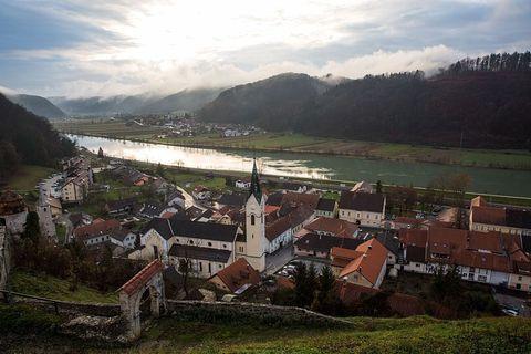 Highland, Mountain, Sky, Mountain village, Rural area, Village, Hill, Mountain range, Fell, Hill station,