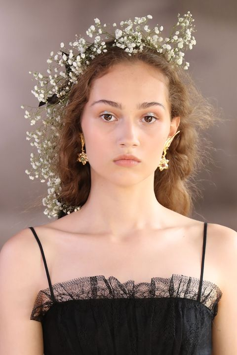 Lip, Hairstyle, Skin, Hair accessory, Headpiece, Style, Beauty, Eyelash, Headgear, Fashion accessory,