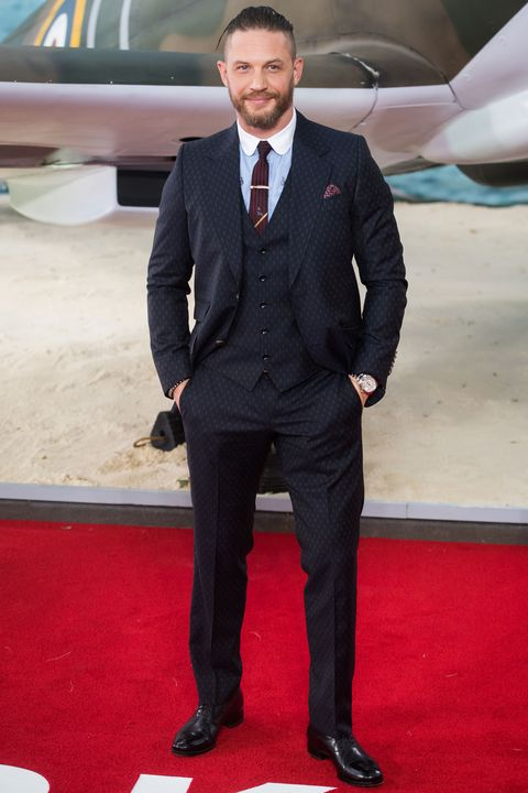 Suit, Red carpet, Carpet, Formal wear, Tuxedo, Clothing, Flooring, White-collar worker, Blazer, Premiere,
