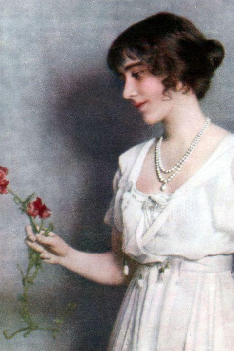 Vintage clothing, Hairstyle, Plant, Dress, Flower, Portrait, Floral design, Retro style, Art, Floristry,