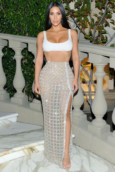 Fashion model, Clothing, Fashion, Haute couture, Dress, Shoulder, Fashion show, Waist, Runway, Crop top,