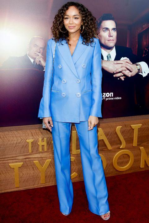 Suit, Clothing, Pantsuit, Formal wear, Premiere, Electric blue, Outerwear, Flooring, Carpet, Red carpet,