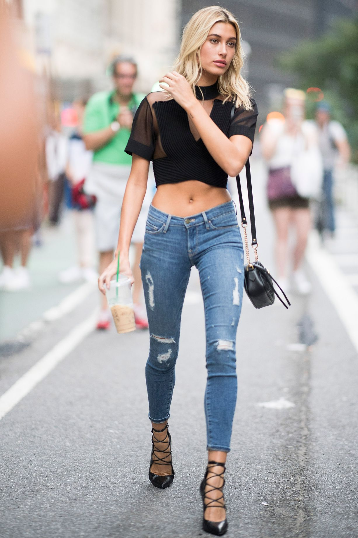 bd814b1fab5e3 HOW VICTORIA'S SECRET MODELS DO SUMMER STYLE - Into the fashion