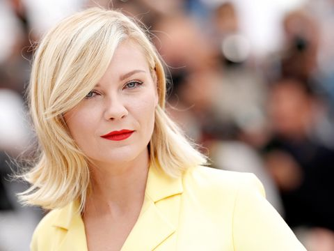Kirsten dunst says tom cruise and brad pitt treated her like a little sister on 1994 movie set