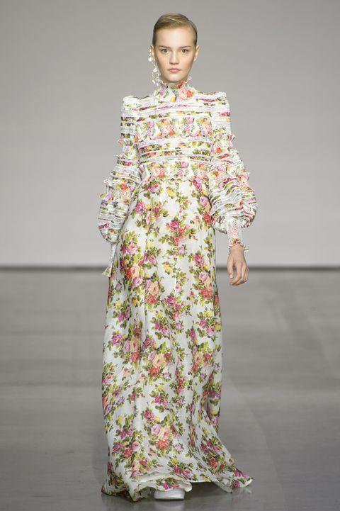 Fashion model, Clothing, Fashion, Dress, Fashion show, Runway, Fashion design, Day dress, Shoulder, Joint,
