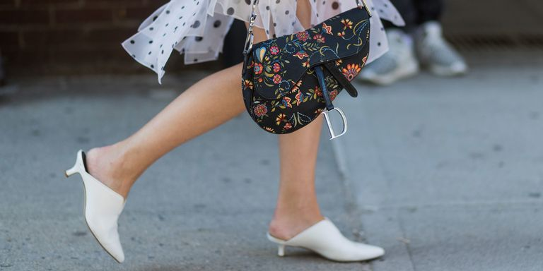 Resultado de imagen de saddle bag dior street style