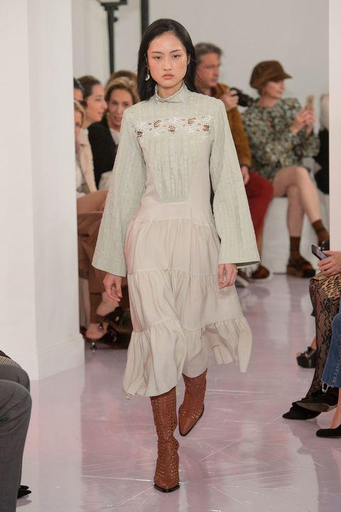 Fashion model, Fashion, Fashion show, Runway, Clothing, Haute couture, Shoulder, Fashion design, Event, Public event,