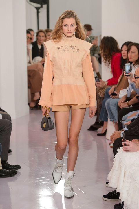 Fashion show, Fashion model, Fashion, Runway, Clothing, Event, Shoulder, Public event, Fashion design, Footwear,