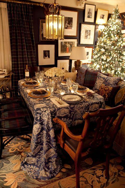 Room, Interior design, Lighting, Furniture, Table, Floor, Tablecloth, Interior design, Dining room, Christmas decoration,