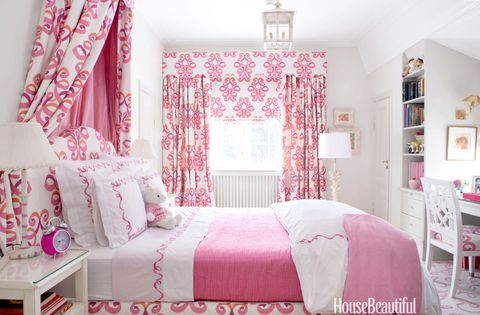 Room, Interior design, Bed, Green, Floor, Property, Textile, Bedding, Bedroom, Red,