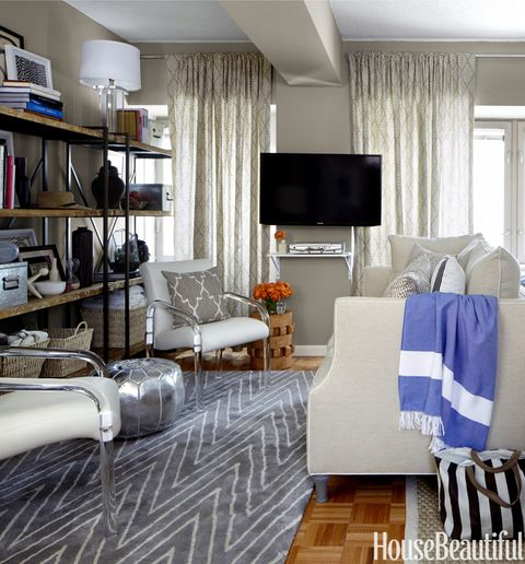 6 Quick Ways to Organize Your Living Room This Spring