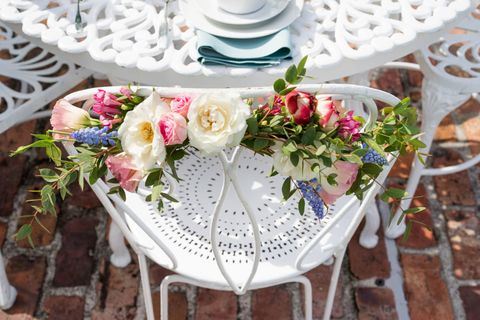 Petal, Flower, Bouquet, Cut flowers, Floristry, Flower Arranging, Serveware, Linens, Dishware, Interior design,