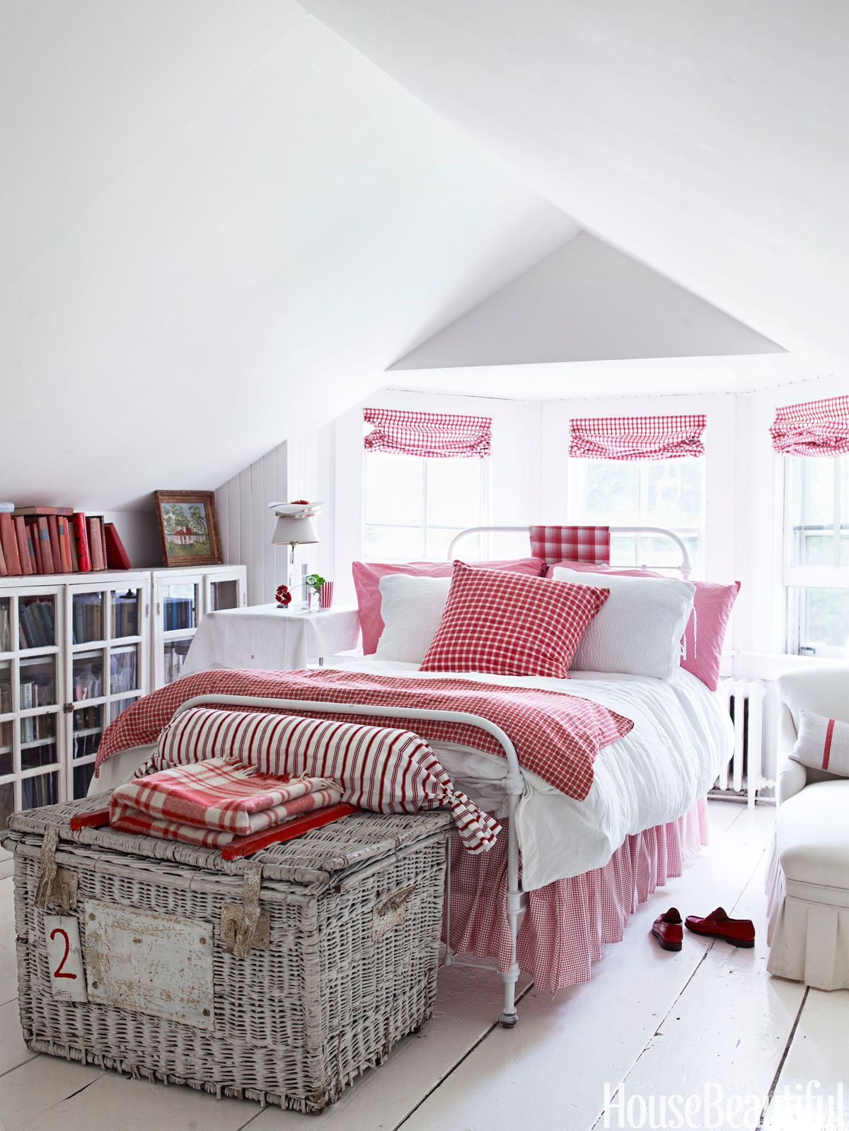 Red And White Bedrooms 10 Red Bedroom Ideas  Decorating A Red Bedroom