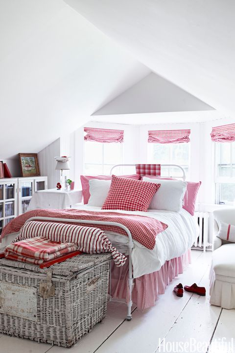 10 Red Bedroom Ideas - Decorating a Red Bedroom