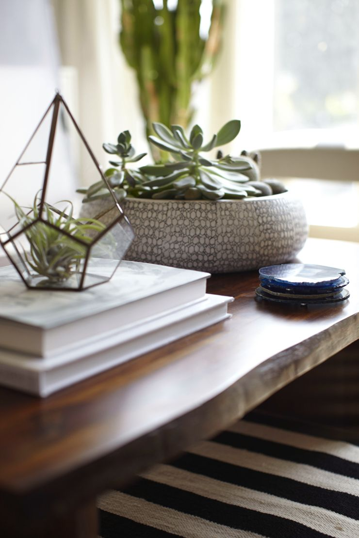 Coffee table styling ideas what to put on your coffee table geotapseo Images