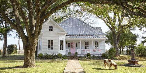 Inside a 105-Year-Old Victorian Farmhouse in Texas