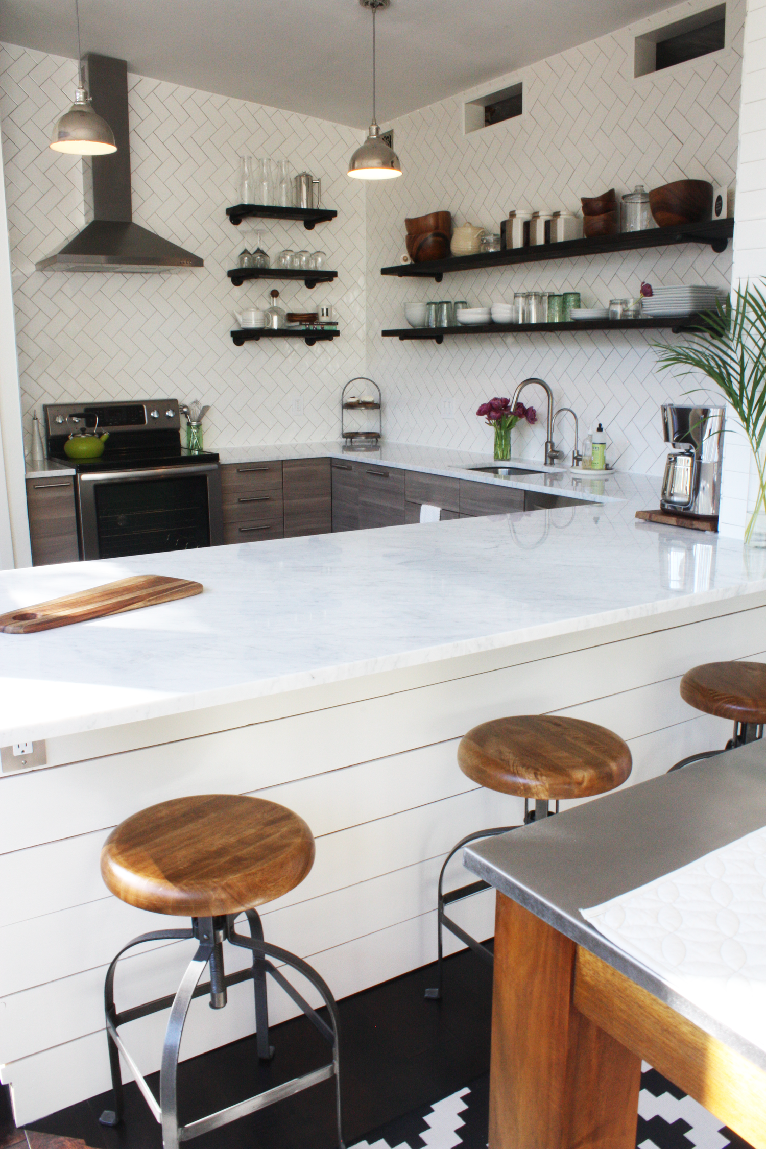 A Builder Grade Kitchen Gets the Style It Craves