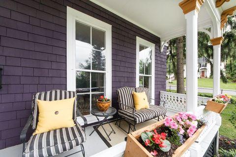Purple victorian home purple exterior paint colors - Pintar exterior casa ...