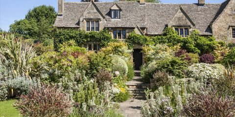 30 Dreamy English Gardens That Feel Like a Fantasy