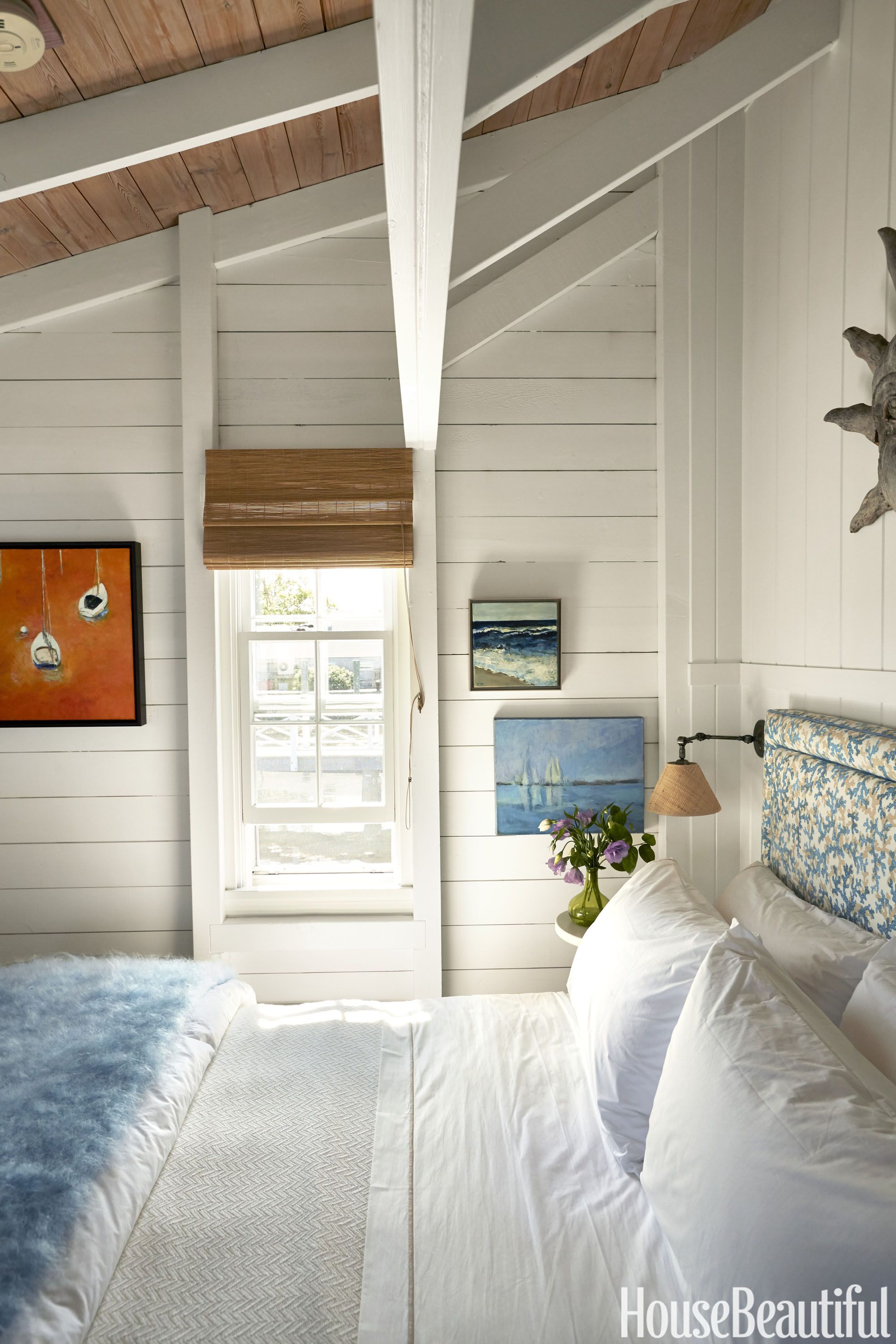 https://hips.hearstapps.com/hbu.h-cdn.co/assets/15/30/1437419558-nautical-bedroom.jpg