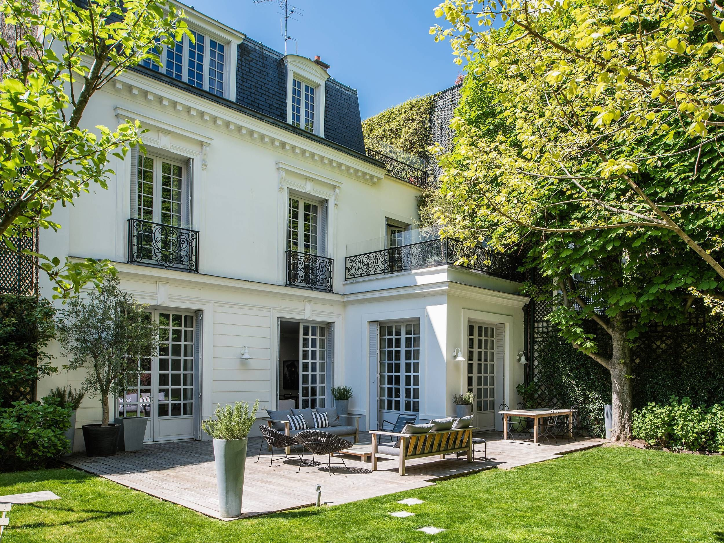 This Paris Mansion Has a Refined Elegance — And Then There's the Pool