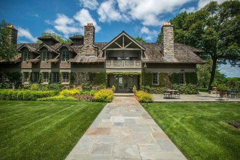 Grass, Plant, Property, Real estate, House, Building, Garden, Residential area, Home, Facade,