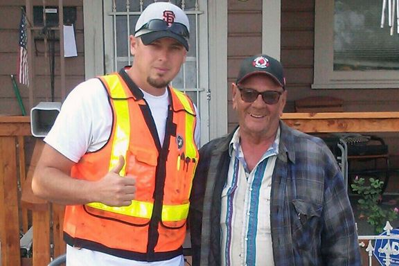 100 Volunteers Gave an Elderly Man's House a Beautiful Refresh